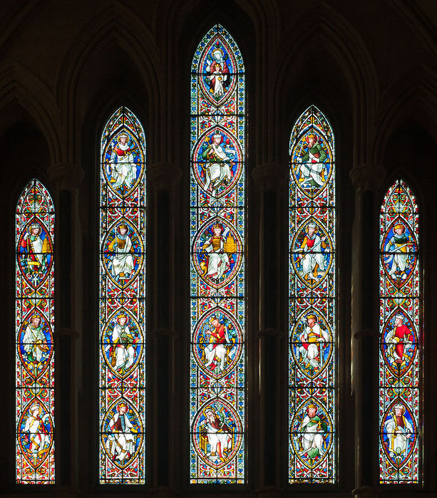Dublin_Christ_Church_Cathedral_Chapel_of_Laurence_O'Toole_Window_Virgin_and_Child_with_Saint_Luke_by_Patrick_Pollen_Detail_2012_09_26 (613x700, 185Kb)