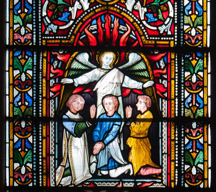 Dublin_Christ_Church_Cathedral_Chapel_of_Laurence_O'Toole_Window_Virgin_and_Child_with_Saint_Luke_by_Patrick_Pollen_Detail_2012_09_26 (700x622, 202Kb)