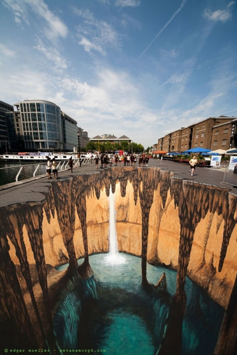 ain_melting_works_of_3d_sidewalk_chalk_art_02 (466x700, 236Kb)