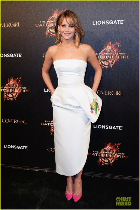 jennifer-lawrence-liam-hemsworth-catching-fire-cannes-party-06 (466x700, 76Kb)