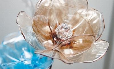 цветы из пластиковых бутылок (17) (400x244, 81Kb)