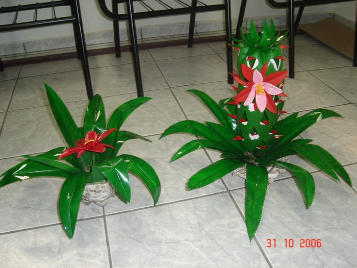 цветы из пластиковых бутылок (37) (700x525, 280Kb)