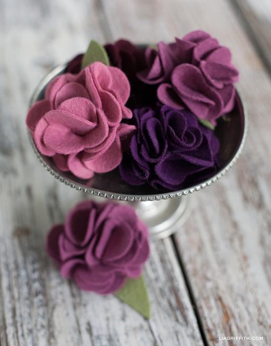 Клубничка и цветы из войлока для украшения подарка. Мастер-класс и шаблон (2) (547x700, 221Kb)