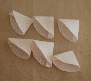 Как сшить цветы из ткани. Мастер-класс (5) (300x267, 35Kb)