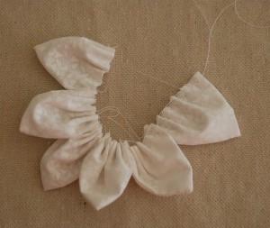 Как сшить цветы из ткани. Мастер-класс (9) (300x253, 38Kb)