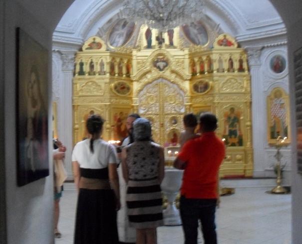 В церкви крестили младенца (605x490, 211Kb)