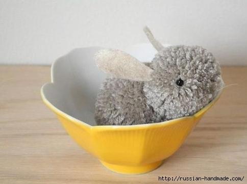 Пушистый кролик из помпонов. Маленький мастер-класс (2) (484x361, 94Kb)