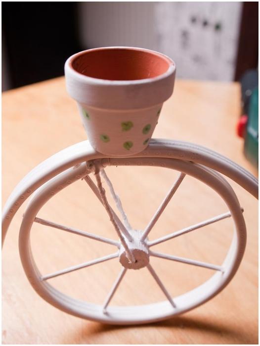 Велосипед из проволоки с кофейным топиарием и корзинкой из газет. Мастер-класс (23) (526x700, 166Kb)