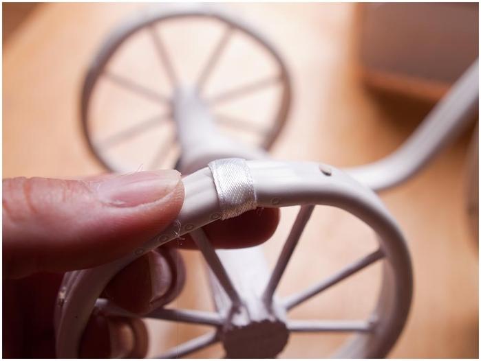 Велосипед из проволоки с кофейным топиарием и корзинкой из газет. Мастер-класс (27) (700x526, 143Kb)