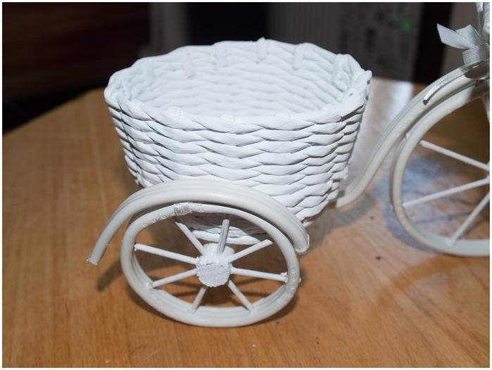 Велосипед из проволоки с кофейным топиарием и корзинкой из газет. Мастер-класс (35) (700x526, 217Kb)
