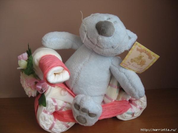 Подарки для новорожденного из памперсов и полотенец (11) (600x450, 154Kb)