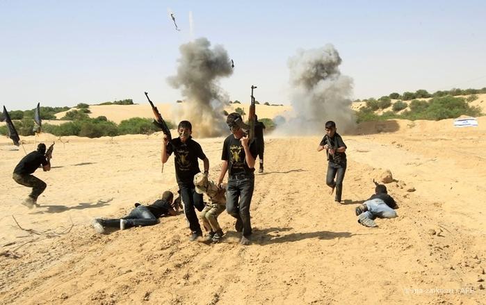 В молодёжном палестинском лагере джихада