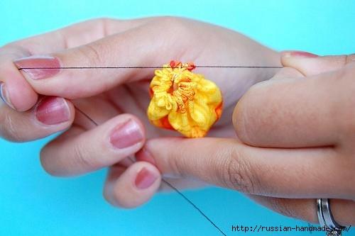 Летнее украшение своими руками из цветочков йо-йо (7) (500x333, 88Kb)