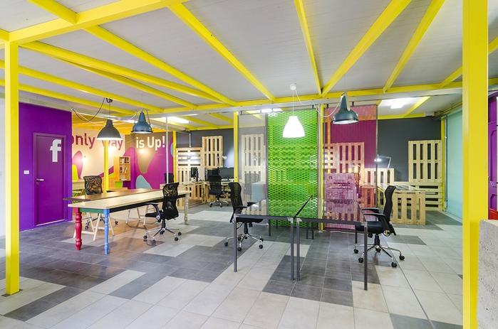 яркий офисный дизайн интерьера (700x463, 260Kb)