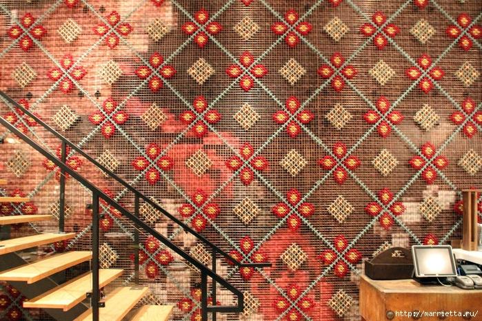 Вышивка на табуретках и на сетке для украшения интерьера (6) (700x466, 433Kb)