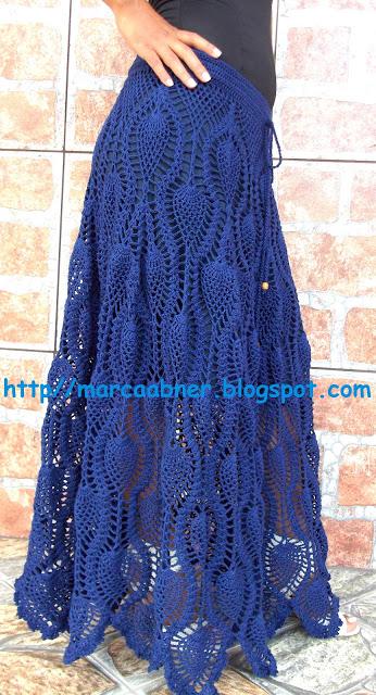 Синяя длинная юбка.