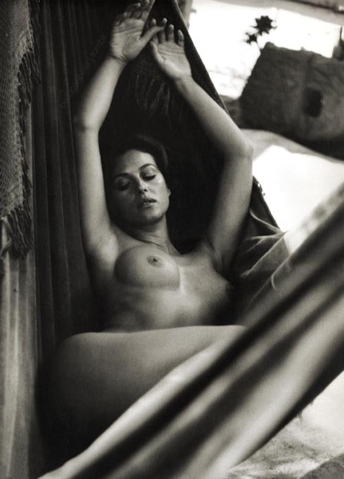 Monica Bellucci nude Shoot Inconnu.