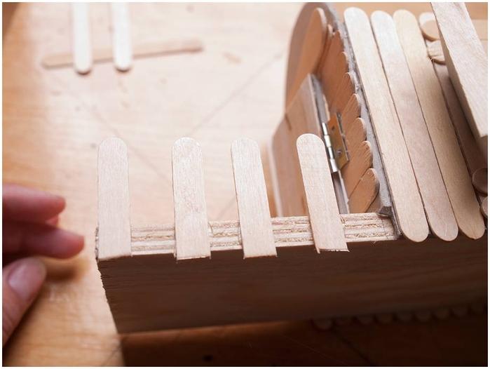 Домик на колесах из картона и палочек от мороженого. МАСТЕР-КЛАСС (45) (700x526, 174Kb)