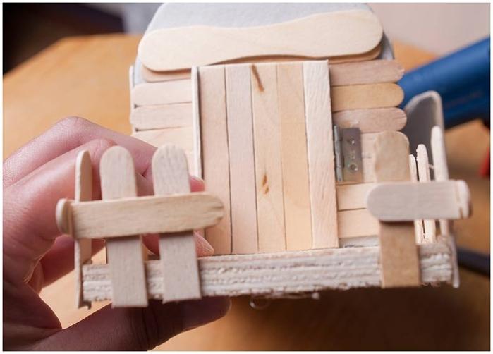 Домик на колесах из картона и палочек от мороженого. МАСТЕР-КЛАСС (47) (700x502, 171Kb)