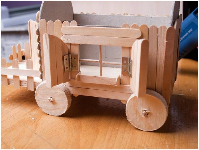 Домик на колесах из картона и палочек от мороженого. МАСТЕР-КЛАСС (49) (700x526, 234Kb)