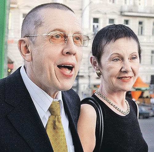 Валерий Золотухин прожил 30 лет со своей супругой Тамарой в последние годы актер создал параллельную семью с актрисой Ириной Линдт (500x494, 68Kb)