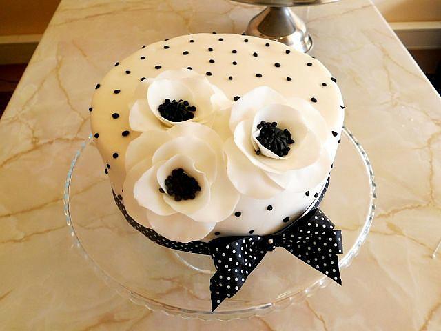2-х ярусный свадебный торт фото 2