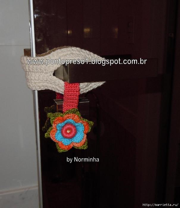 одежка для двери - защита от сквозняков крючком (4) (605x700, 219Kb)