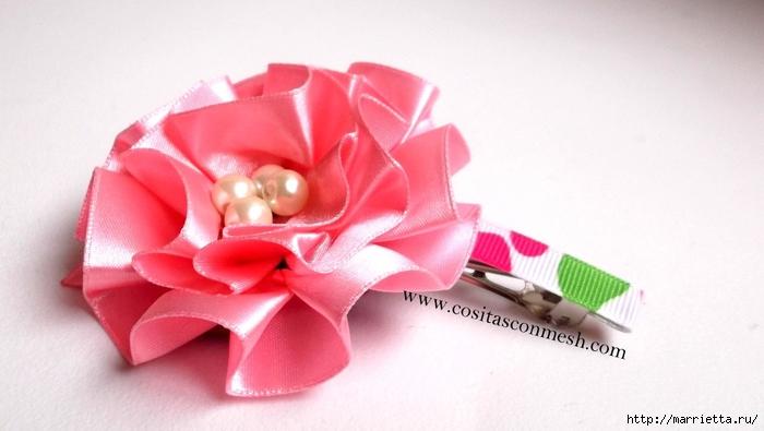 Цветочек из атласной ленты для