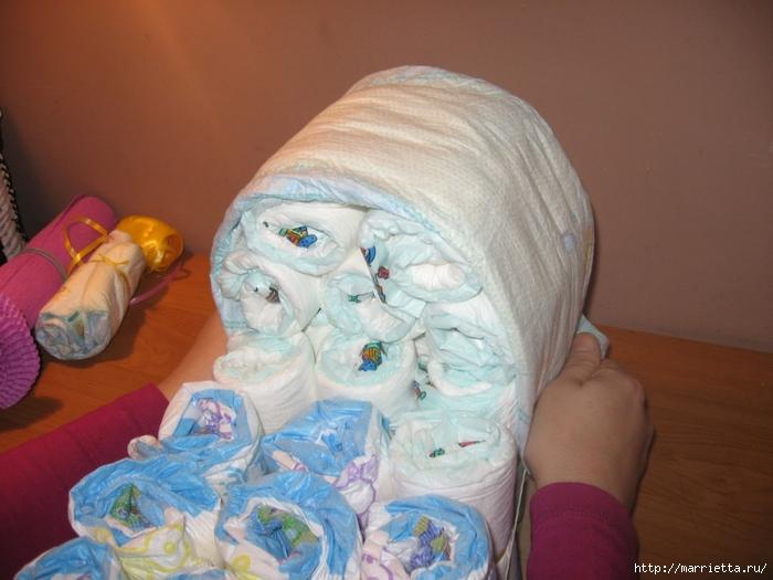Подарок для новорожденного. КОЛЯСКА ИЗ ПАМПЕРСОВ. Мастер-класс (14) (700x525, 246Kb)