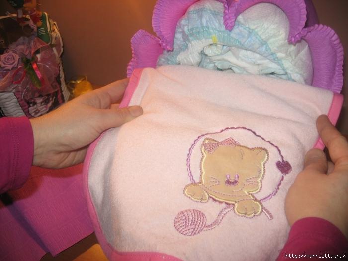 Подарок для новорожденного. КОЛЯСКА ИЗ ПАМПЕРСОВ. Мастер-класс (29) (700x525, 248Kb)