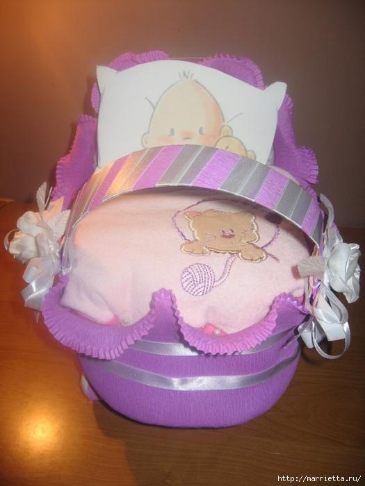 Подарок для новорожденного. КОЛЯСКА ИЗ ПАМПЕРСОВ. Мастер-класс (51) (525x700, 232Kb)