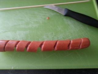 Спиральная закуска из сосисок (6) (320x240, 30Kb)