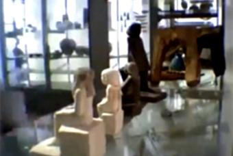 Британский музей - древнеегипетская статуя (340x228, 55Kb)
