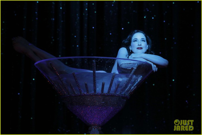 dita-von-teese-strip-strip-hooray-show-exclusive-pics-02 (700x468, 49Kb)
