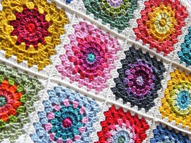 Связать красивые цветочные мотивы крючком по уроку