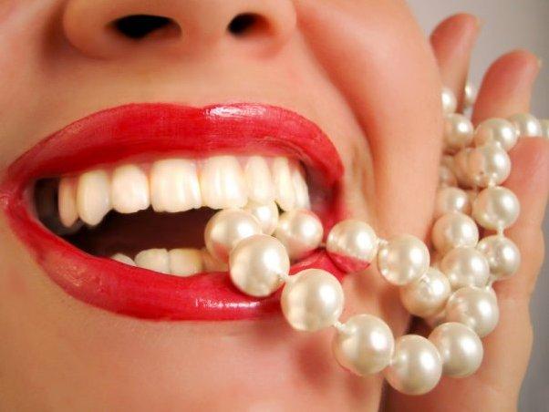 معجون الاسنان لتنظيف الاسنان