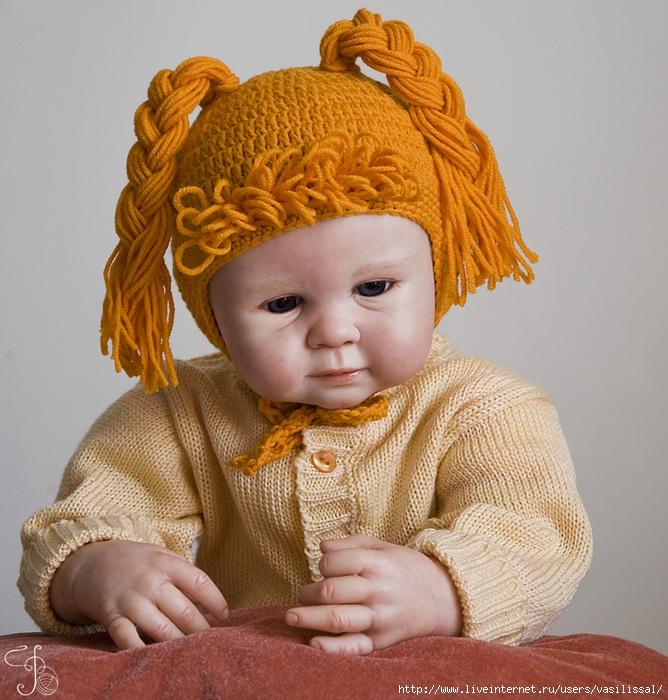 вязаная детская шапочка с косичками