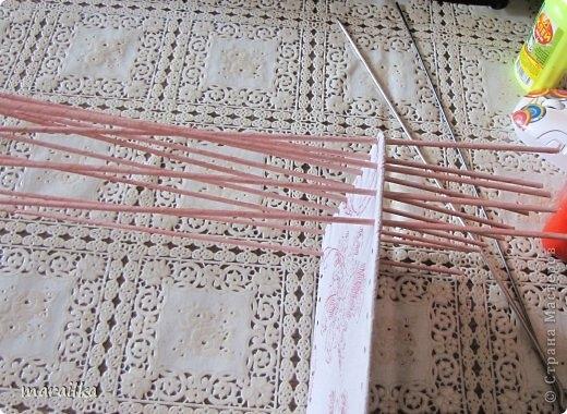 плетение из газет. загибка края косичкой (3) (520x380, 177Kb)