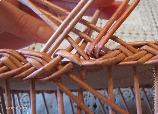 плетение из газет. загибка края косичкой (17) (520x375, 115Kb)