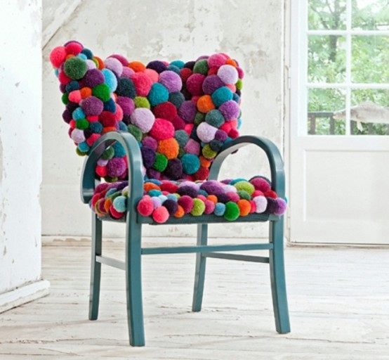 colorful-and-cozy-pompom-chairs-and-rugs-1-554x512 (554x512, 117Kb)