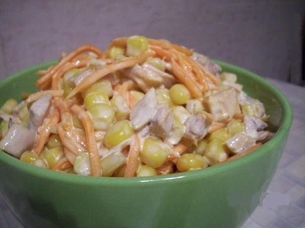 Салат из корейской моркови с курицей и киви