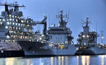 Немецкие корабли в порту (370x227, 79Kb)