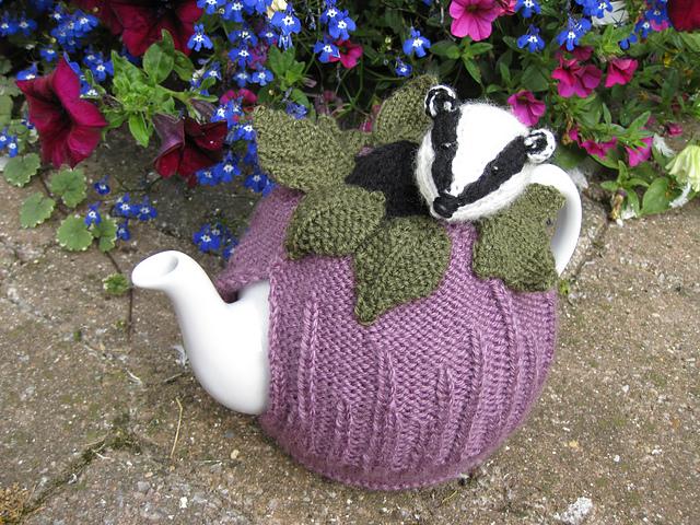 Фиолетовая грелка с барсуком: