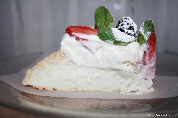 Два рецепта тортов с клубникой, малиной и сливками (14) (700x466, 185Kb)