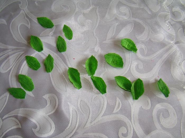 Фрезия из гофрированной бумаги. Фото мастер-класс (18) (700x525, 308Kb)