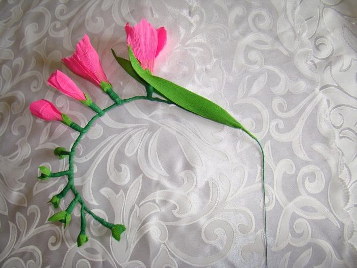 Фрезия из гофрированной бумаги. Фото мастер-класс (22) (700x525, 284Kb)