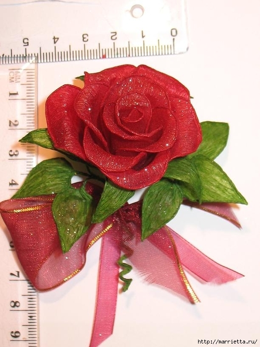 Очень красивые розы из гофрированной бумаги (25) (525x700, 234Kb)