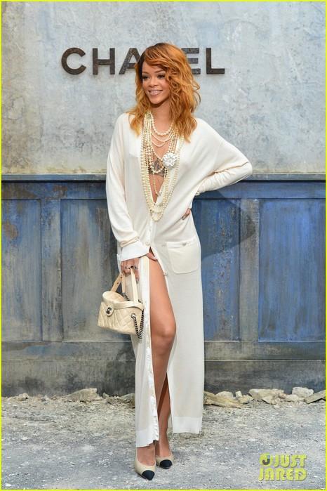 rihanna-chanel-haute-couture-fashion-show-06 (466x700, 100Kb)