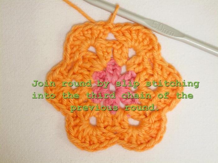 Цветочный фрагмент крючком АФРИКАНСКИЙ ЦВЕТОК для вязания игрушек (41) (700x525, 249Kb)