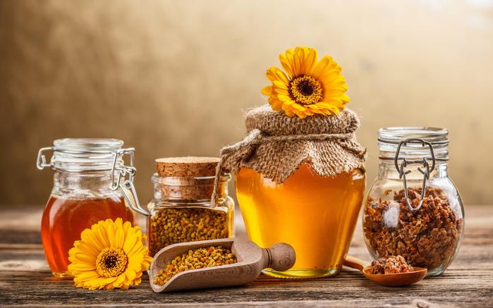800x600 ложка, баночки, банки, цветы, прополис, мед, сладкое картинки на рабочий стол обои фото скачать